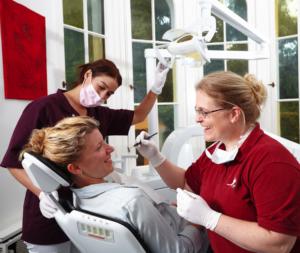 Zahnmedizinische Fachangestellte und Zahnarzthelferinnen in unserer Zahnarztpraxis in Köln Lindenthal
